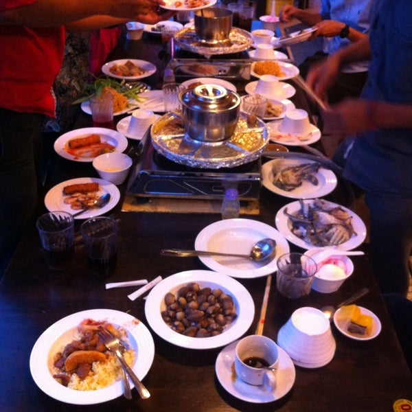 Photo taken at Mak Engku Steamboat & Grill by Ila D. on 7/10/2014