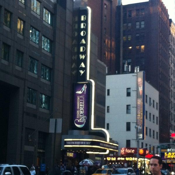 5/1/2013にceren d.がBroadway Theatreで撮った写真