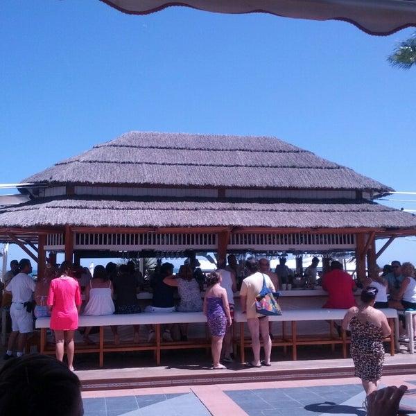 Foto tomada en Playa Miguel Beach Club por Jani N. el 8/2/2014
