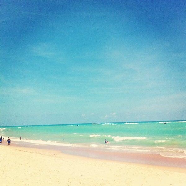 รูปภาพถ่ายที่ Praia de Guaxuma โดย Laís C. เมื่อ 12/23/2012