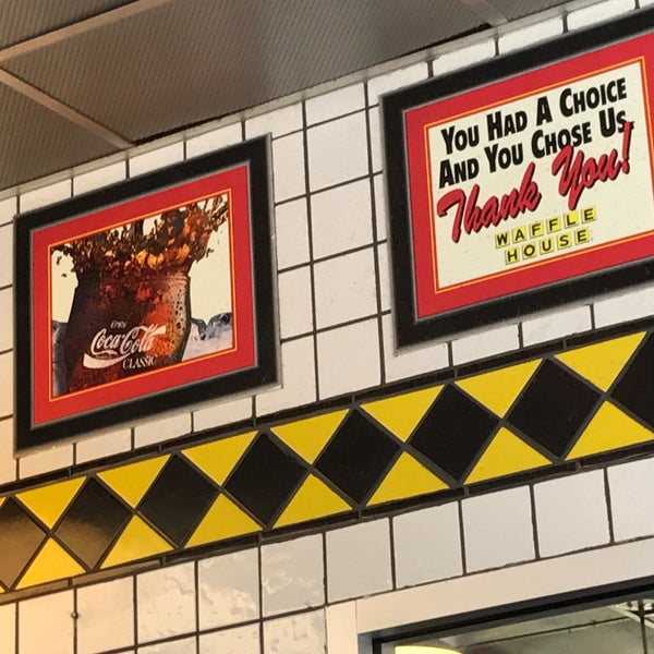 Photo taken at Waffle House by Ihsan K. on 4/8/2017