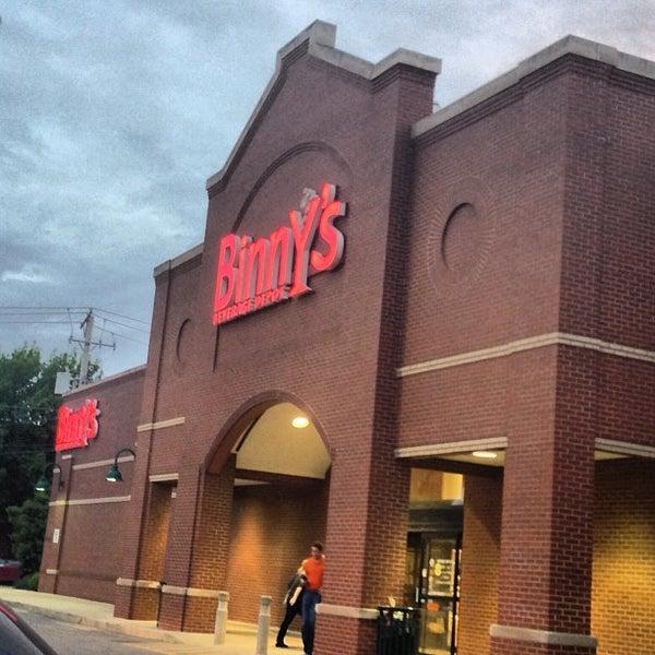 รูปภาพถ่ายที่ Binny's Beverage Depot โดย Mike เมื่อ 5/18/2013
