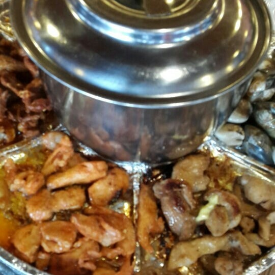 Photo taken at Mak Engku Steamboat & Grill by zeyhairy h. on 6/25/2016