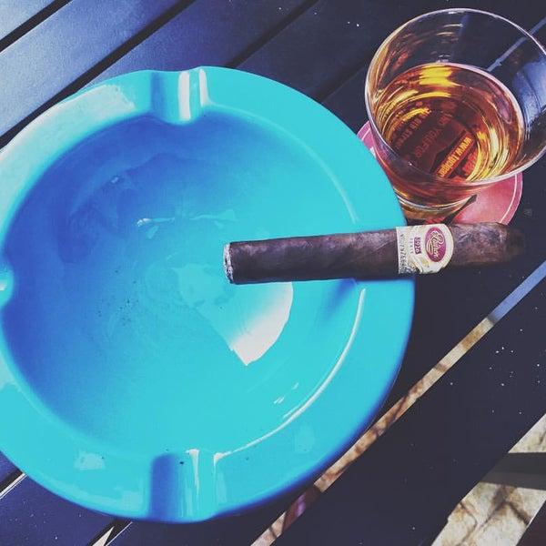 รูปภาพถ่ายที่ TG Cigars โดย Henry H. เมื่อ 6/17/2016