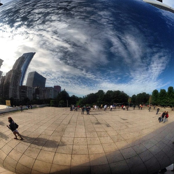 Photo taken at Cloud Gate by Anish Kapoor by Juan Diaz on 6/6/2013
