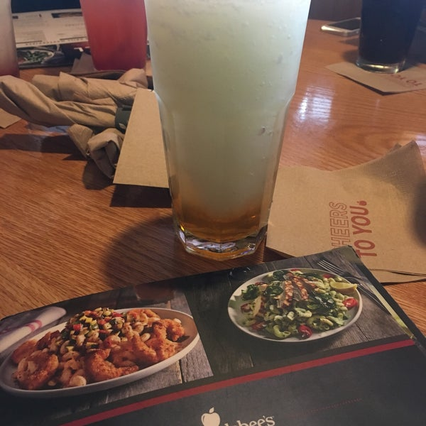 Photo taken at Applebee's by Manuel S. on 4/17/2017