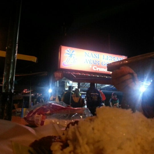 Photo taken at Nasi Lemak Zan by Khairul Nidzam A. on 11/25/2012