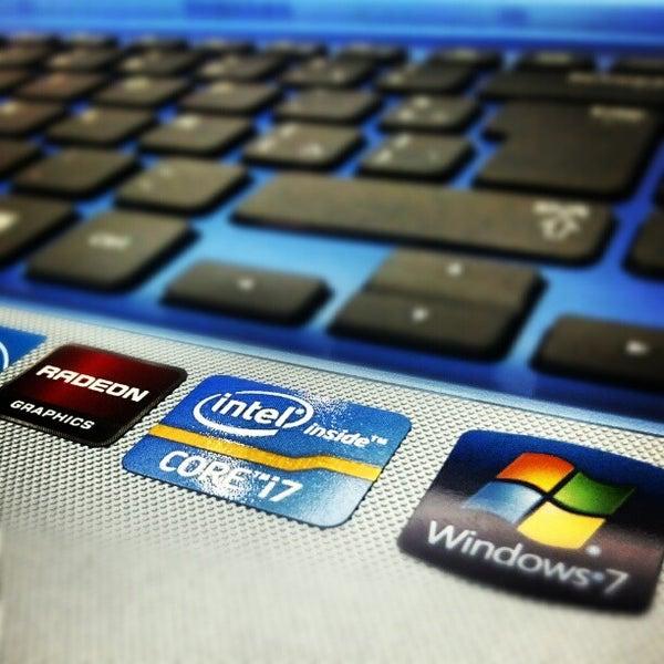Photo taken at Safari Computadores by Edward R. on 10/10/2012
