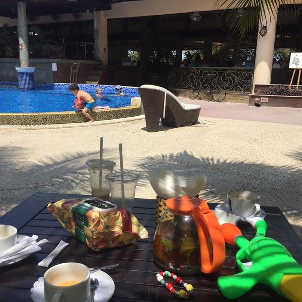 Отличный вариант, когда на море волны, Детский и взрослый бассейн спас наш отдых😉 Кухня отличная, лежак возле бассейна с 8 до 18 вечера -500 000 донгов или 7 000 тенге