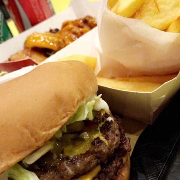 Photo taken at Fatburger by Mohammed F. on 3/18/2016