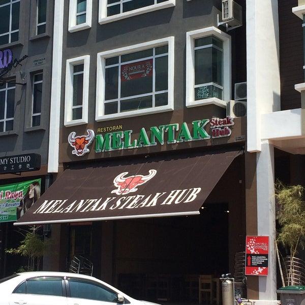Photo taken at Melantak Steak Hub by Fadzliana Farouk on 7/9/2016