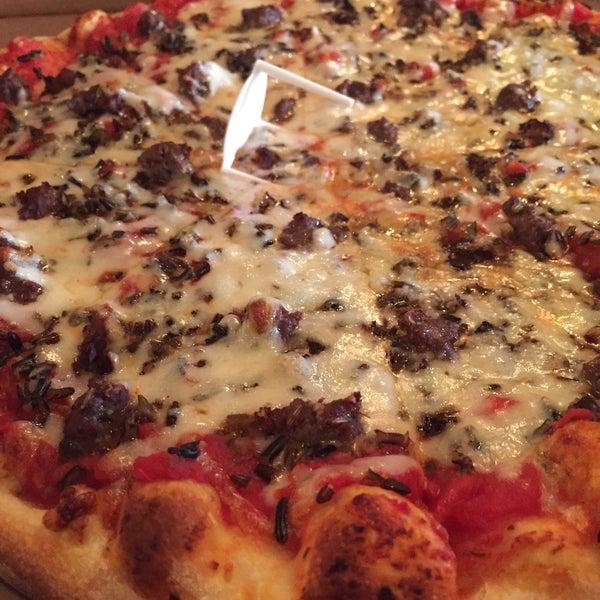 Foto tomada en Galactic Pizza por Steve F. el 2/21/2015