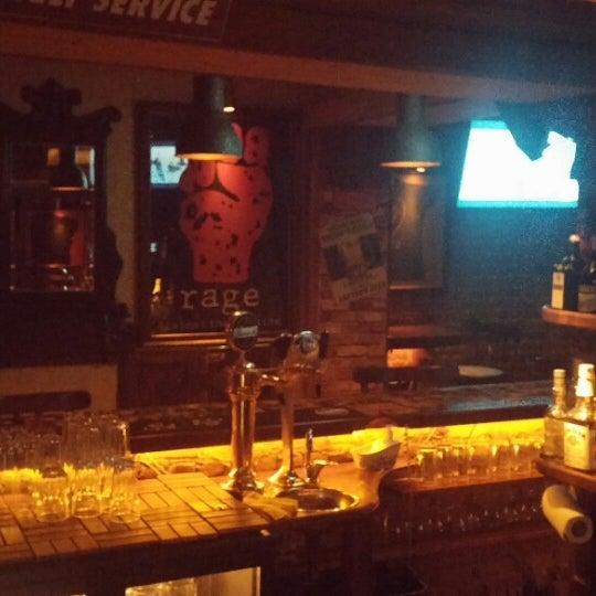 รูปภาพถ่ายที่ Körfez Bar โดย Gultekin Halil U. เมื่อ 8/16/2014