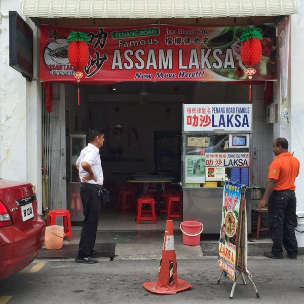 Ensure that you have tried the RIGHT LAKSA. The PREVIOUS delicious laksa in the kopitiam have now (update February) moved to the end of the lane.