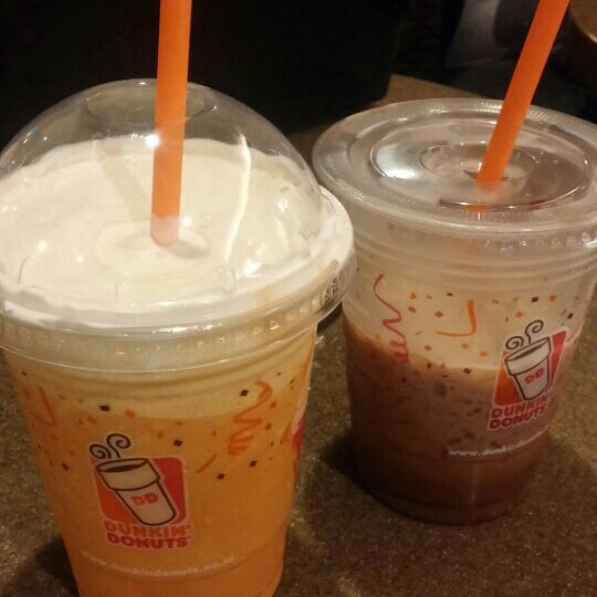 Photo taken at Dunkin' Donuts by Sora S. on 7/22/2015