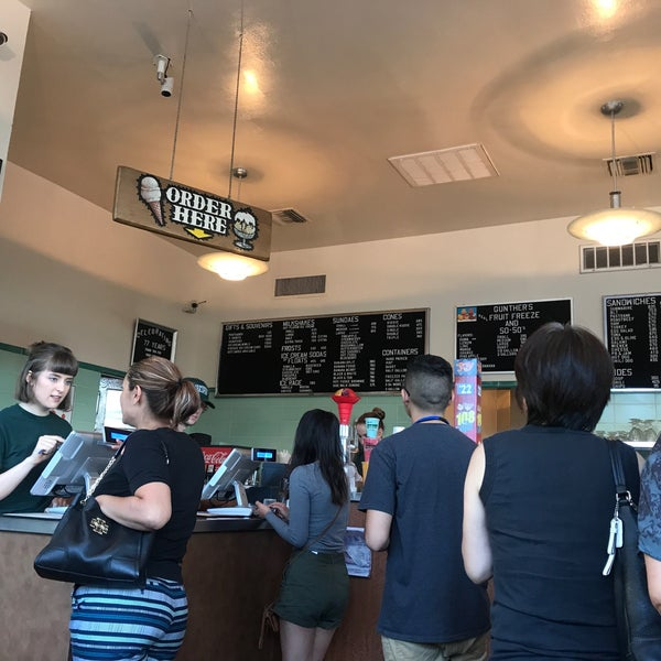Photo taken at Gunther's Quality Ice Cream by Amy B. on 7/27/2017