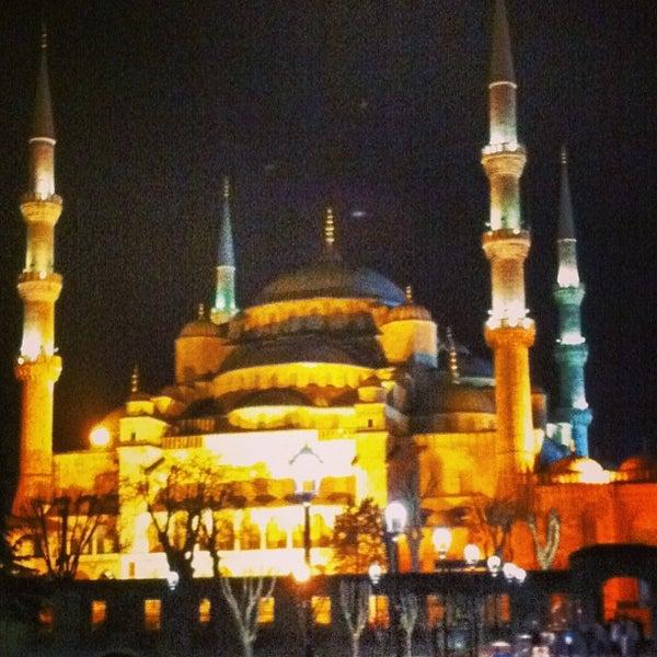 Das Foto wurde bei Ayasofya Hürrem Sultan Hamamı von Jose R. am 4/20/2013 aufgenommen