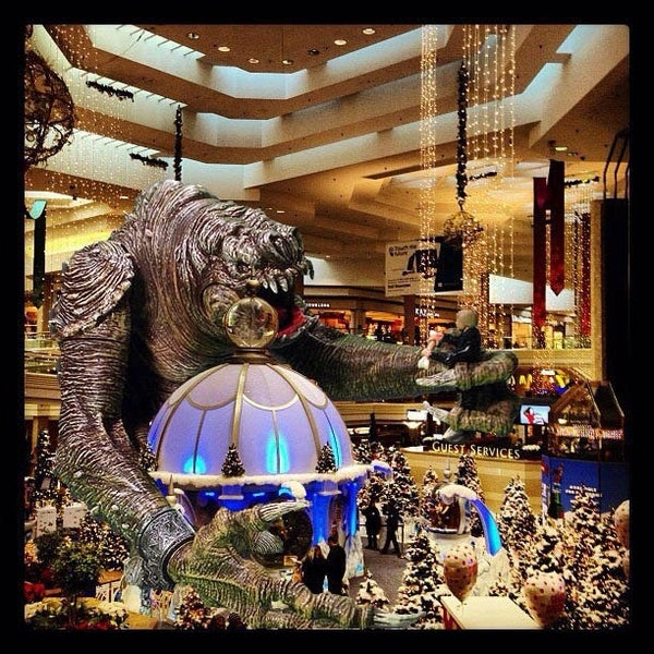 Photo taken at Woodfield Mall by Nikola R. on 11/17/2012
