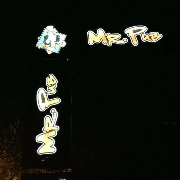 Foto tirada no(a) Mr. Pub por Cesar R. em 7/10/2013