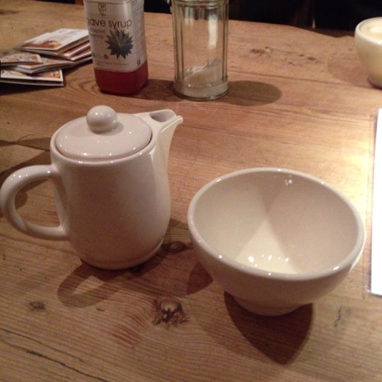 Photo taken at Le Pain Quotidien by 石川 俊. on 11/20/2012