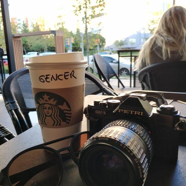 Снимок сделан в Starbucks пользователем Gencer Ö. 9/19/2018
