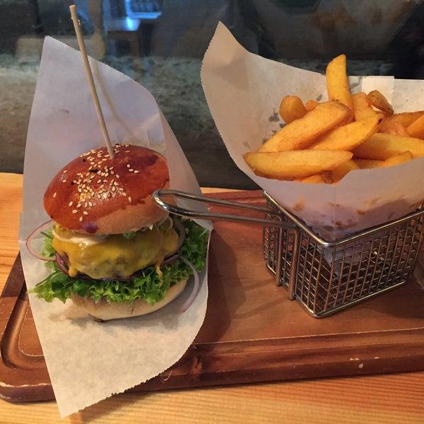 Das Foto wurde bei BurgerArt von Timo B. am 1/4/2015 aufgenommen