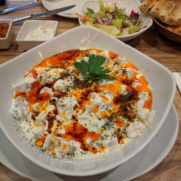 12/23/2017 tarihinde Kaya O.ziyaretçi tarafından Hala Restaurant'de çekilen fotoğraf