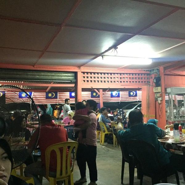 Photo taken at Air Buah Gelas Besar Terengganu by Ros amira M. on 8/27/2017