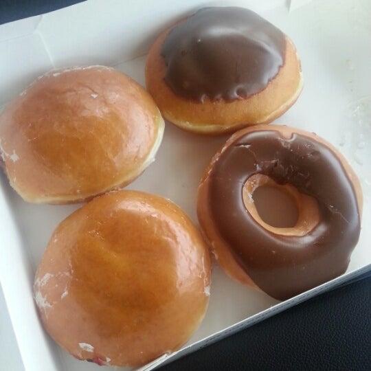 Photo taken at Krispy Kreme Doughnuts by Tanuki Data M. on 12/25/2012