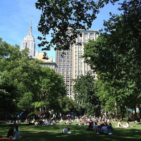 Foto diambil di Madison Square Park oleh Trixie +. pada 6/5/2013
