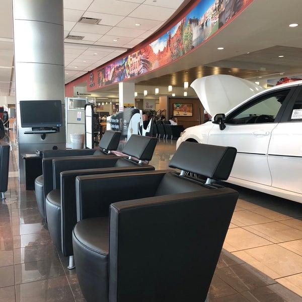 Foto Tirada No(a) AutoNation Toyota Las Vegas Por Jessica W. Em 8