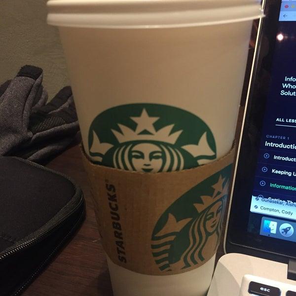 Das Foto wurde bei Starbucks von Truptesh M. am 1/15/2018 aufgenommen
