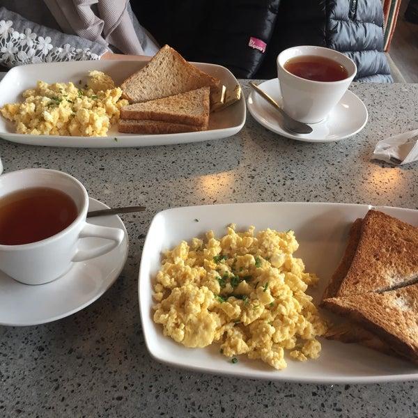 Снимок сделан в The Tram Café пользователем Nedy Z. 4/7/2017