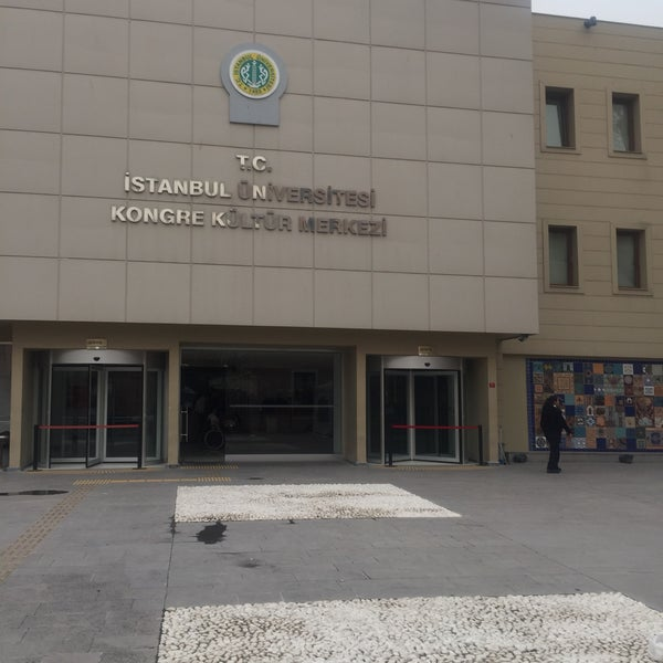 รูปภาพถ่ายที่ İstanbul Üniversitesi Kongre Kültür Merkezi โดย Ertan G. เมื่อ 3/26/2018