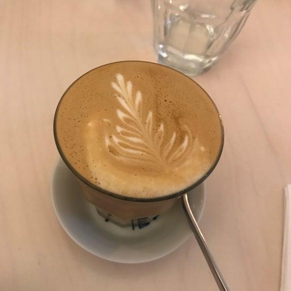 Foto diambil di Mikyna Coffee & Food Point oleh tlustousek pada 11/17/2017