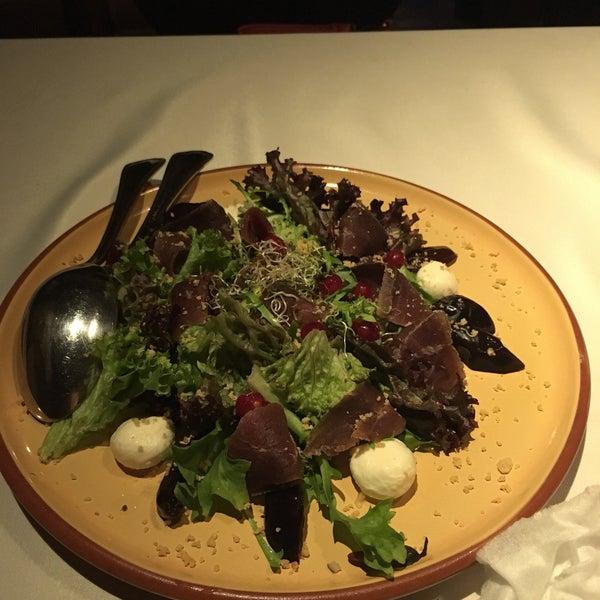 Вкусно, недорого, хороший интерьер,салат с копч цыплёнком,пирожки к супчику и ухе отменные!
