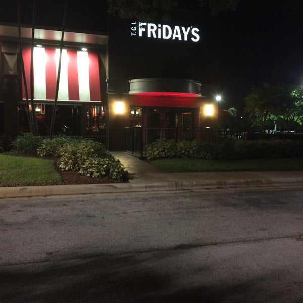 Photo taken at TGI Fridays by Jess M. on 8/5/2015