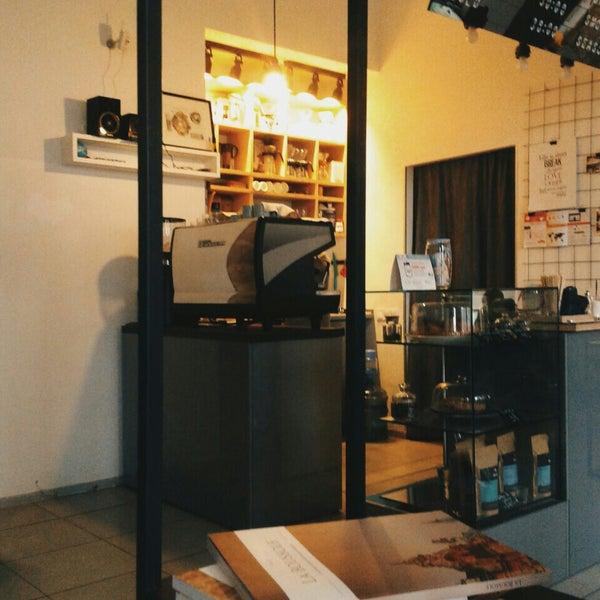 Снимок сделан в First Point Espresso Bar пользователем Viktoria M. 10/22/2015