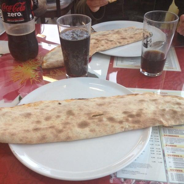 Foto diambil di Mega Pizza & Kebab oleh Wellu J. pada 6/13/2014