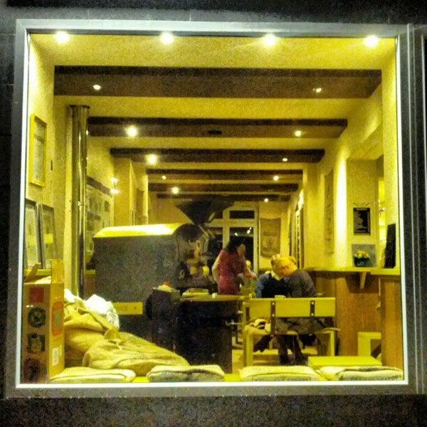 Das Foto wurde bei Die Kaffee Privatrösterei von Heriberto V. am 11/4/2012 aufgenommen