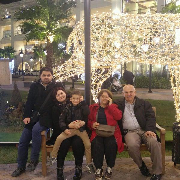 12/23/2016 tarihinde Fatoş D.ziyaretçi tarafından Ugi's Cafe & Bistro'de çekilen fotoğraf