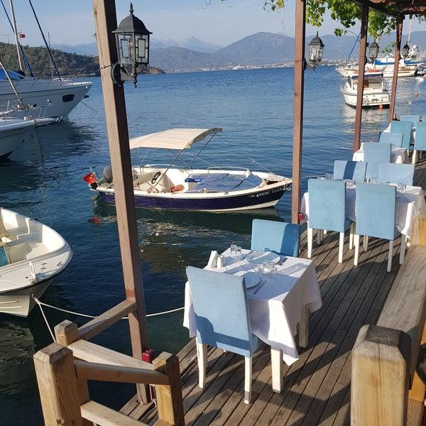 4/23/2018 tarihinde Harika P.ziyaretçi tarafından Fethiye Yengeç Restaurant'de çekilen fotoğraf