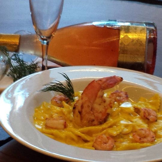 Venha saborear esse prato maravilhoso farfale com camarões e creme de leite hummmm