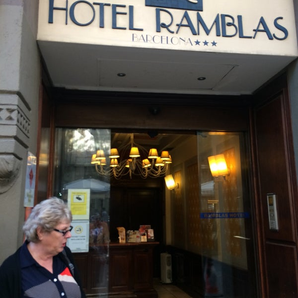 Foto tomada en Hotel Arc La Rambla por Olga S. el 9/16/2017