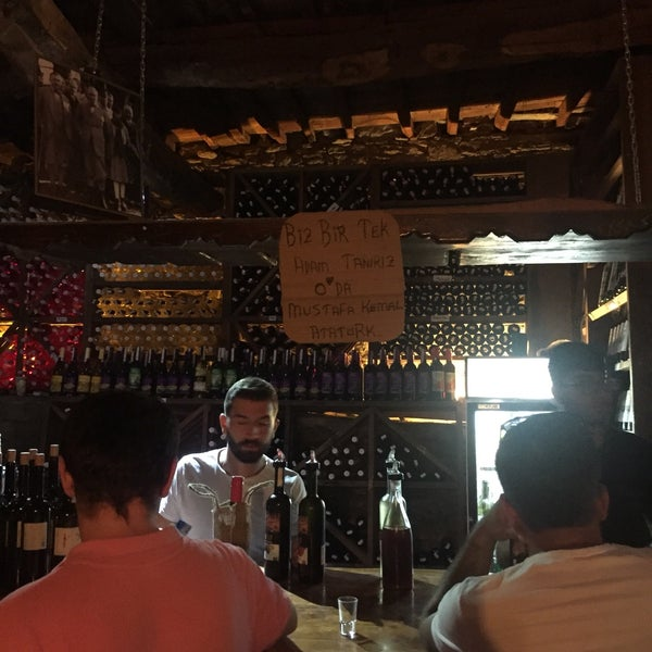 Das Foto wurde bei Üzüm Cafe von Bülent Ç. am 8/20/2018 aufgenommen