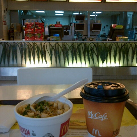 Photo taken at McDonald's by Fransisca S. on 6/3/2014