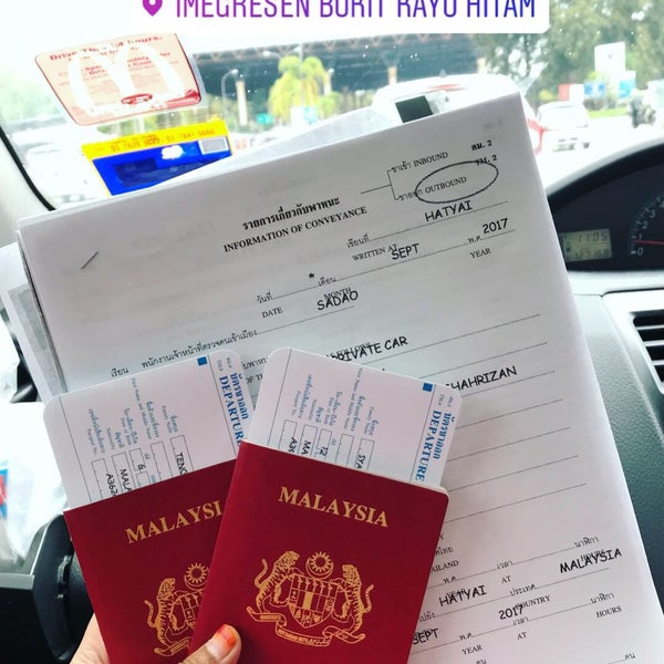 Photo taken at Bukit Kayu Hitam Immigration Complex by syameliaaa on 9/22/2017