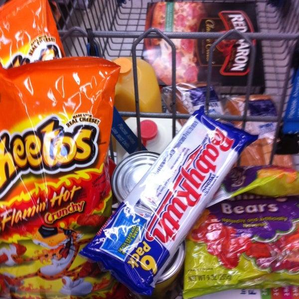 Photo prise au Walmart par TWELVE AND TWO C. le2/3/2013