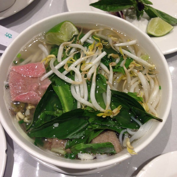 Photo taken at Ha Long Pho Noodle House by Hitomi O. on 12/28/2014
