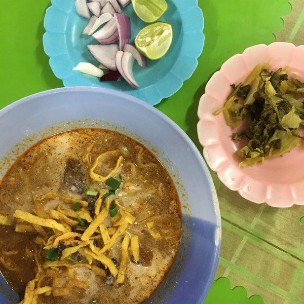 Photo taken at Kao Soi Lamduan Fa Ham by mellie mel on 12/23/2017